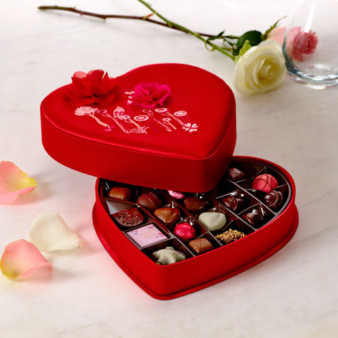 Godiva_32628_57_VD17_VDay-MedFabric_25pc_2a_038_ALT1_FINAL.jpg